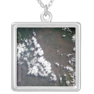 Collier La plume se lève du volcan de Nyiragongo dans le