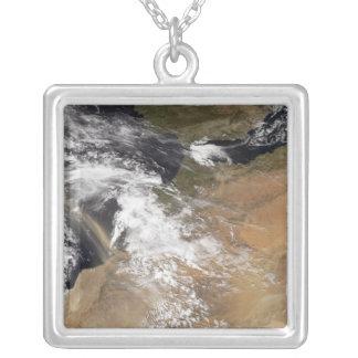 Collier La poussière plumes outre de la côte marocaine