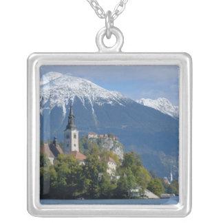 Collier La Slovénie, saignée, lac saigné, île saignée,