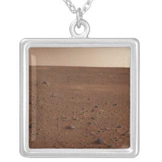 Collier La surface rocheuse de Mars