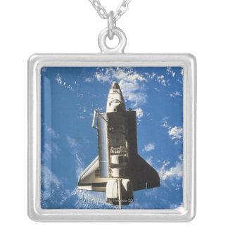 Collier La terre orbitale 2 de navette spatiale