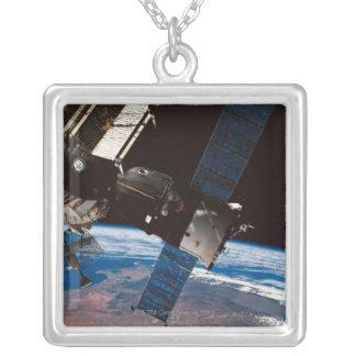 Collier La terre orbitale 6 de station spatiale