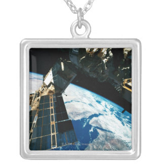 Collier La terre orbitale satellite 5