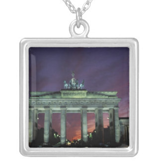 Collier L'Allemagne, Berlin. Porte de Brandebourg La nuit