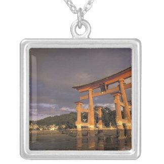 Collier L'Asie, Japon, Honshu occidental, Miya, île de
