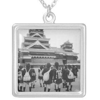 Collier L'Asie, Japon, Kumamoto. Écoliers à