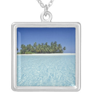 Collier L'ASIE, Maldives, atoll d'Ari, inhabité