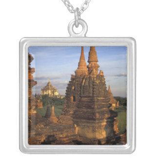Collier L'Asie, Myanmar, Bagan. Temples antiques et