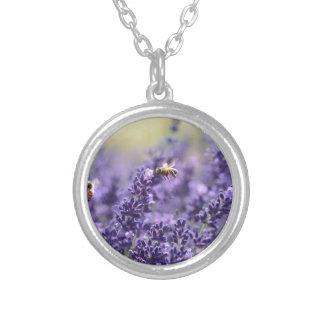 Collier Lavande de ressort avec floral pourpre d'abeilles