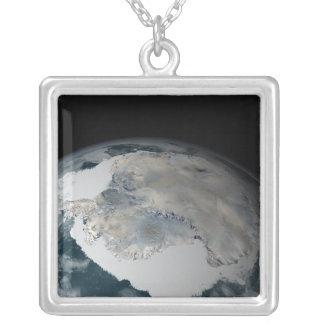 Collier Le continent congelé de l'Antarctique