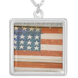 Collier Le drapeau américain peint sur des feux d'artifice