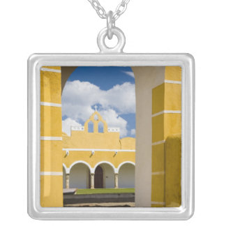 Collier Le Mexique, Yucatan, Izamal. Le couvent