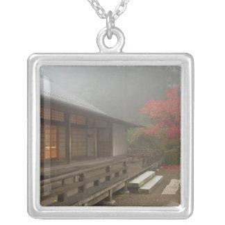 Collier Le pavillon au jardin de Japonais de Portland