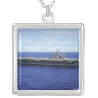 Collier Le porte-avions USS Abraham Lincoln 2