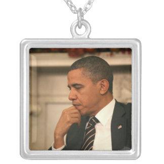 Collier Le Président Barack Obama se reflète pendant qu'il