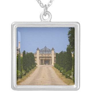Collier L'entrée imposante au château Haut Sarpe,