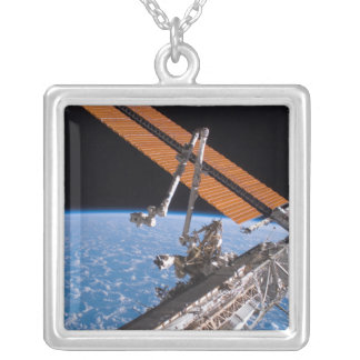 Collier Les ailes de panneau de Canadarm2 et de rangée