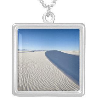 Collier Les dunes de sable au blanc ponce le monument