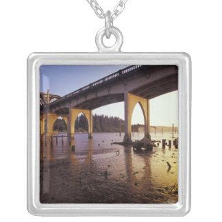 Collier Les Etats-Unis, Orégon, Florence. Pont de Siuslaw