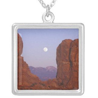 Collier Les Etats-Unis, Utah, arquent le NP, pleine lune