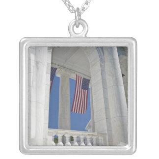 Collier Les Etats-Unis, VA, Arlington. Des drapeaux