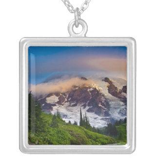 Collier Les Etats-Unis, Washington, le mont Rainier. Le