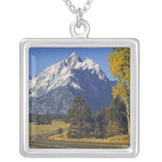 Collier Les Etats-Unis, Wyoming, Teton grand NP. Route