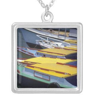 Collier Les Fidji, Viti Levu, Lautoka, petits bateaux dans