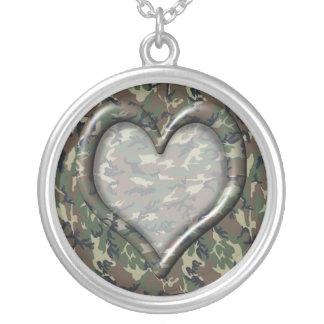 Collier Les militaires de camouflage modèlent le coeur