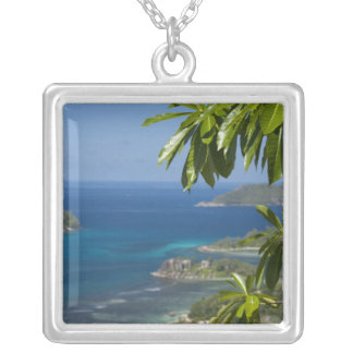 Collier Les Seychelles, île de Mahe. Côte occidentale de
