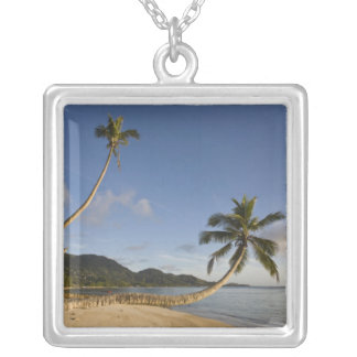 Collier Les Seychelles, île de Mahe, paume horizontale,