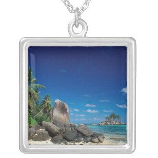 Collier Les Seychelles, île de Mahe, plage d'Anse Royale