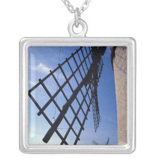 Collier L'Espagne, Consuegra, moulins à vent de