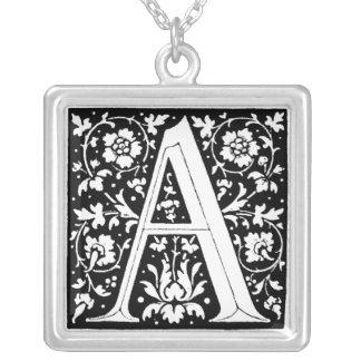 Collier Lettre d'alphabet de fleur de la Renaissance un