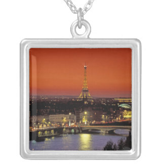 Collier L'Europe, France, Paris. Vue de coucher du soleil