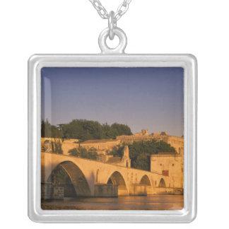 Collier L'Europe, France, Provence, Avignon. DES 2 de