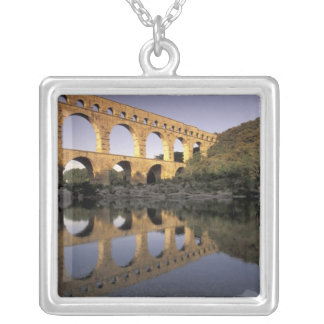 Collier L'Europe, France, Provence, le Gard ; Pont du le