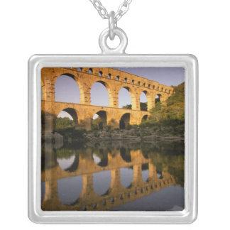 Collier L'Europe, France, Provence, le Gard. Pont du le
