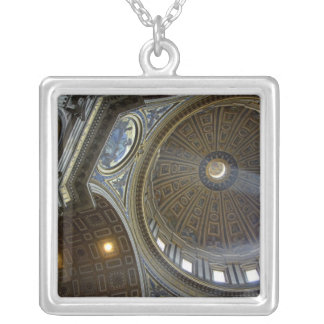 Collier L'Europe, Italie, Rome. La basilique de St Peter
