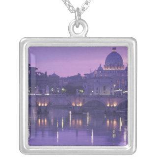 Collier L'Europe, Italie, Rome. St Peter et Ponte Sant