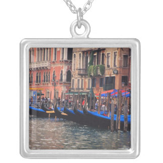 Collier L'Europe, Italie, Venise, gondoles dans le canal