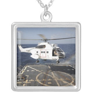 Collier L'hélicoptère débarque à bord du Burke-class