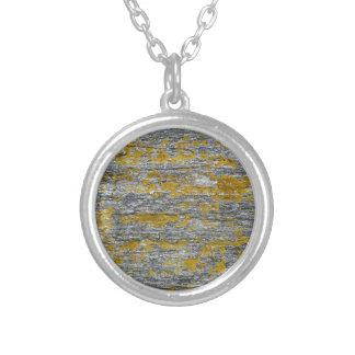 Collier Lichens sur pierre de granit