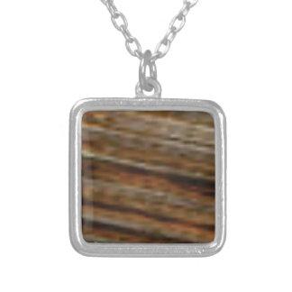 Collier lignes obliques de bois de charpente
