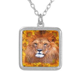 Collier lion africain fauve et cadeaux jaunes de