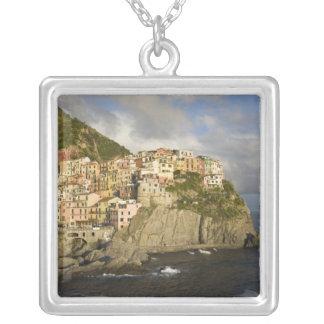 Collier L'Italie, Cinque Terre, Manarola. Village sur la