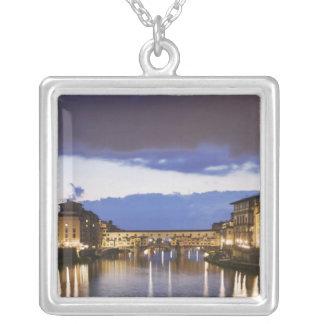 Collier L'Italie, Florence. Ciel orageux au-dessus du
