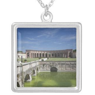 Collier L'Italie, province de Mantua, Mantua. Cour,