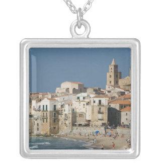 Collier L'Italie, Sicile, Cefalu, vue de ville avec le