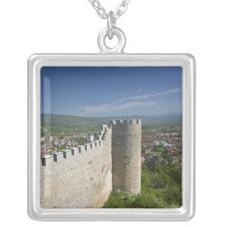 Collier MACÉDOINE, Ohrid. Le château de Samoil de voiture/